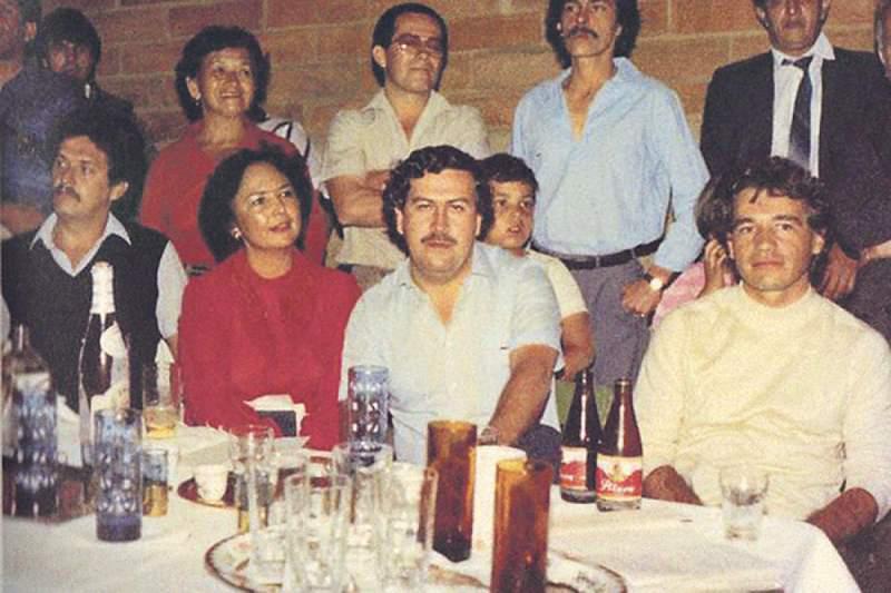 Foto real de Pablo Escobar con Carlos Lehder en una fiesta