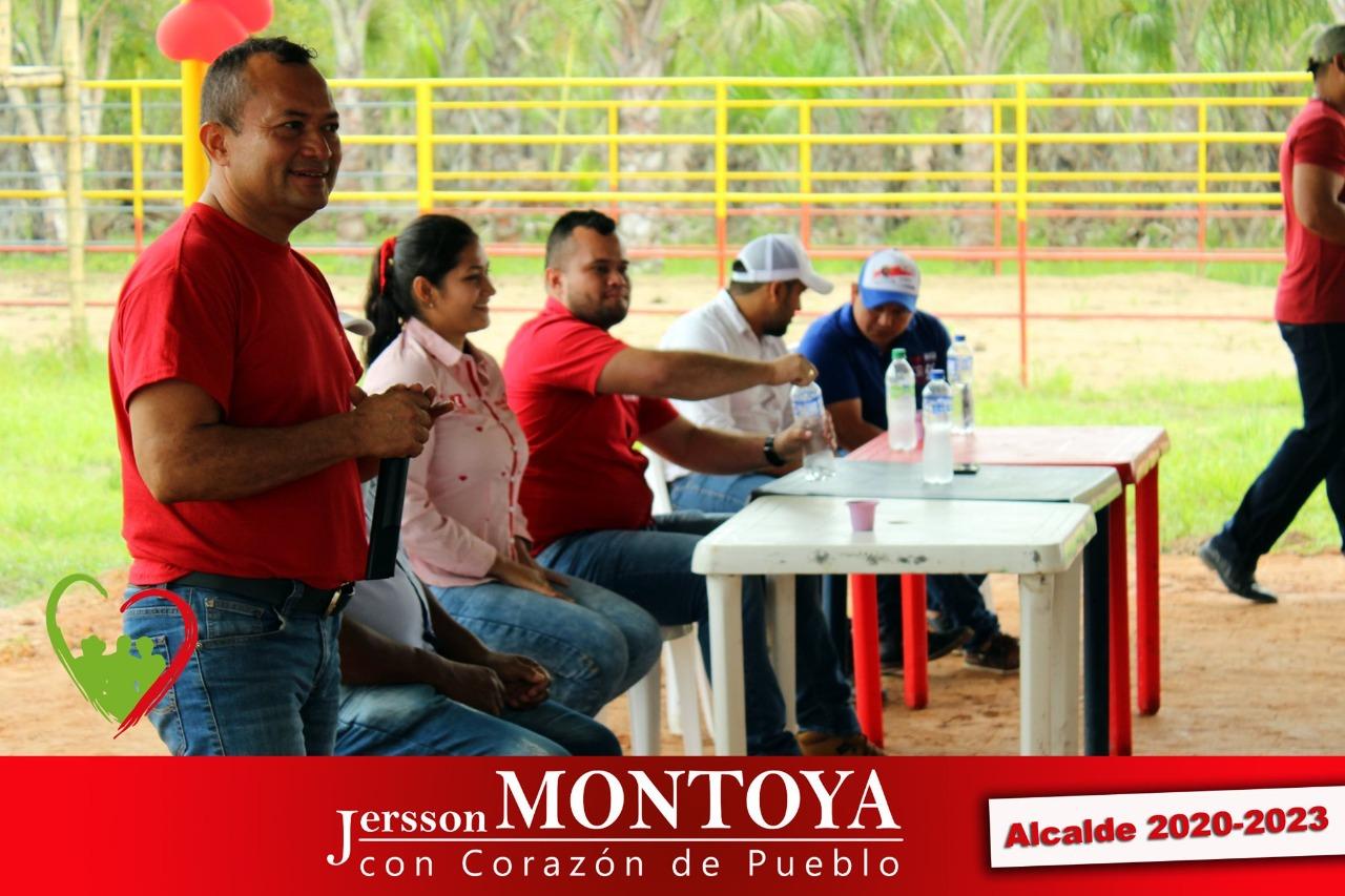 Javier Montoya dando un discurso