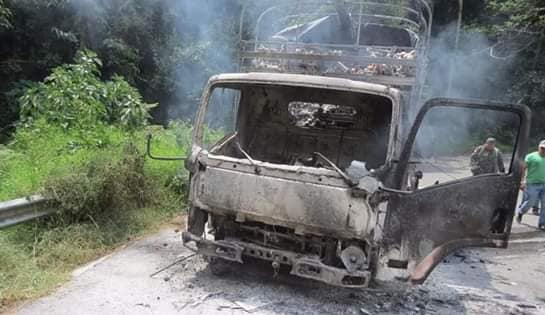 Foto de camión quemado